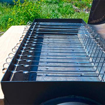 комплект шампуров для мангала и специальные прорези для их установки