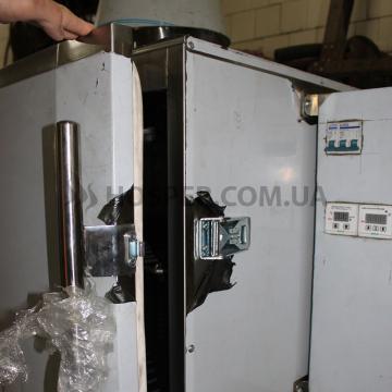 механизм-закрывания-двери-в-коптильном-шкафу