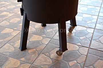 дровяная-печь-для-казана-с-колесами